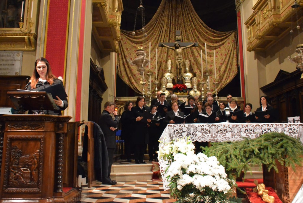 """Il Coro santa Maria del Bosco durante """"Voci in canto"""" a Bracca il 27.12.2018"""